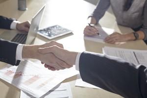 良い事務所と握手